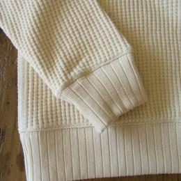 袖や裾は針抜きのリブになってます。