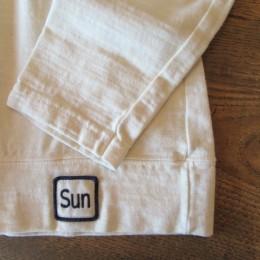 袖や裾はこんな感じです。(裾には「Sun」のワッペンが付いてますよ。)