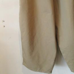 裾にかけてテーパードした「ぽこっ」としたシルエットもかわいいですよ。