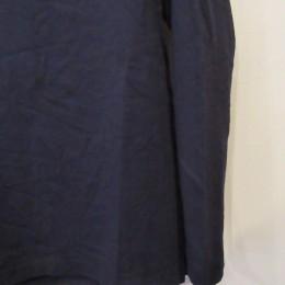 素材には洗いをかけられた風合いのあるコットン天竺が使われています。