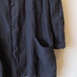 おおきなポケットが2つ付いた「リネン 3PKT コート」です。