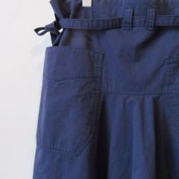 履いてみると、このポケットの位置も絶妙なんですよ!。