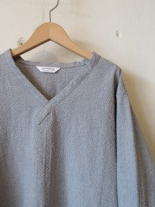 L/S V-neck Shirt