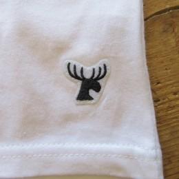 裾の部分にはトレードマークの「トナカイ(ムース?)」が縫い付けられてます。