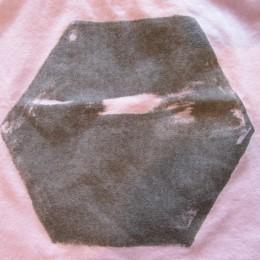 見たまんま(?)の「ヘキサゴン(六角形)」です。 (・・でも、妙にかわいいですよね?。)