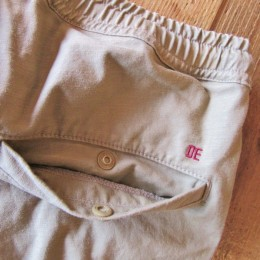 ヒップポケットにはスナップボタンが付いてますよ。