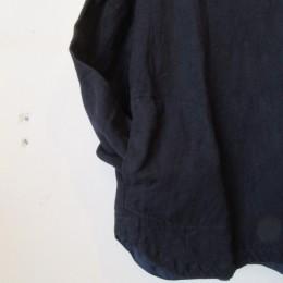 ラウンドした裾の感じもかわいいですよ。(袖をポケットに入れてみました。)