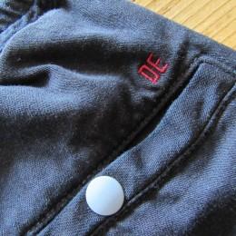 サックスのボタンが(「DE」の刺繍も!)効いてますね。