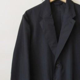 シャツ感覚でも使えそうなジャケットはセットアップでもお使いいただけますよ。