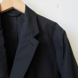 裏地もないのでシャツ代わりに「さらり」と羽織れますよ。
