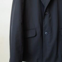 着丈は短めに、身幅はややゆったりめに設定されています。