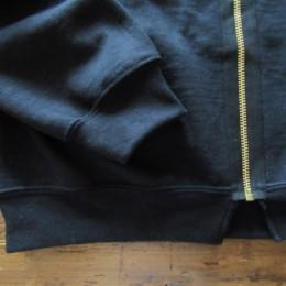 個人的には、裾のリブ部分をすこし残したZIPの感じがおすすめなんです。