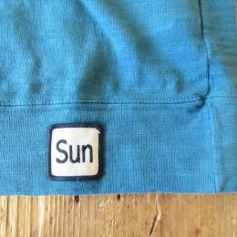 裾にはおなじみの「Sun」のワッペンが付いてます。