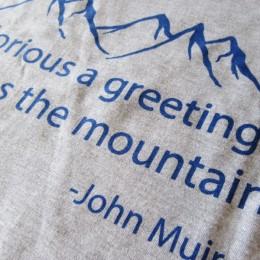 「太陽が山々に与えるあいさつは、なんと輝かしいのだろうか!。」と、ジョン・ミューアさんが言ってたみたいです??。  (訳:キミコさん・・。)