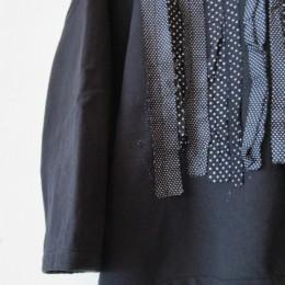 袖や裾はすこし短めにカットされています。