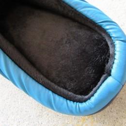 起毛加工が施されたインソールはふかふかして柔らかな履き心地です。