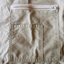 ワークテイストが詰まった胸ポケットもいい感じです。