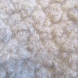 ウールを60%に抑えることで保温性だけでなく、軽くて着心地の良い素材に仕上がってますよ。