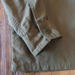 袖口には(オリジナルにはない)カフスが付けられています。