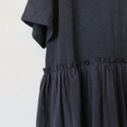 ウエストの位置から別布が縫い付けられています。
