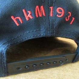 うしろには「hkM 1931」の刺繍も入ってますよ。