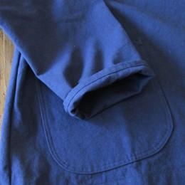 シンプルな袖口はロールアップしてもかわいいですよ。