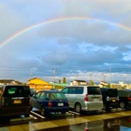 きれいな虹がでてましたね!。(よ~く見ると上にもうっすらと虹があるんですよ!!。)