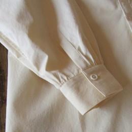 袖はカフス仕様になってます。