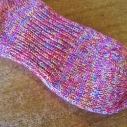 よく見ると、いろんな色の糸を使って織られてますよ。