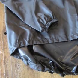 袖と裾のうしろ部分にはゴムが入ってます。(うしろ部分は程よく長めのつくりになってます。)