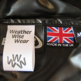 内側には(誇らしげに!)「MADE IN THE UK」のタグが付いてます。(よく見るとブランドタグもかわいいですね。)