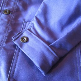 袖はカフス仕様になってます。(ネーム入りのボタンもいい感じです。)