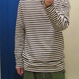 やや長めの袖や着丈もいい具合です。(M~Lサイズ程度でしょうか?。)