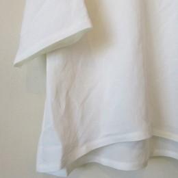 ゆったりとした袖口の8分袖になります。