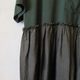 (さらに!)スカート部分には、さらりとした光沢のある生地感のキュプラが使われています。