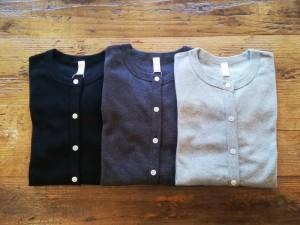 クルーネックカーディガン (ひだりから:black, top charcoal, top gray になります。)