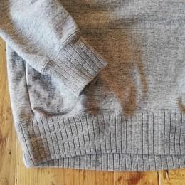 袖口や裾は「針抜きリブ」の仕様になってます。