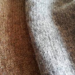 (ひだりから)nutmeg, medium gray になります。