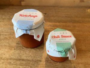 (ひだりから)トマトケチャップ、トマトチリソース となります。