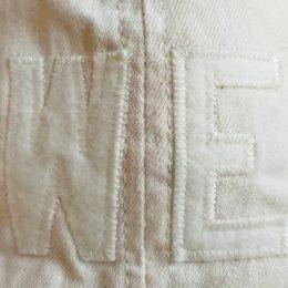 フロントには「WHITE ELEPHANTS(WE)」のロゴが入ってます。