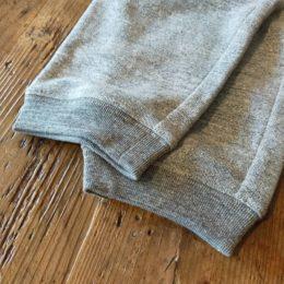 裾の「たまり具合」がきれいに見えるようにリブ巾を狭くして工夫されてるそうですよ。