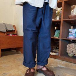 ちなみに、履くとこんな感じです。 【モデル:引き続き(の?。)店主 172cm,57kg/着用サイズ:46】
